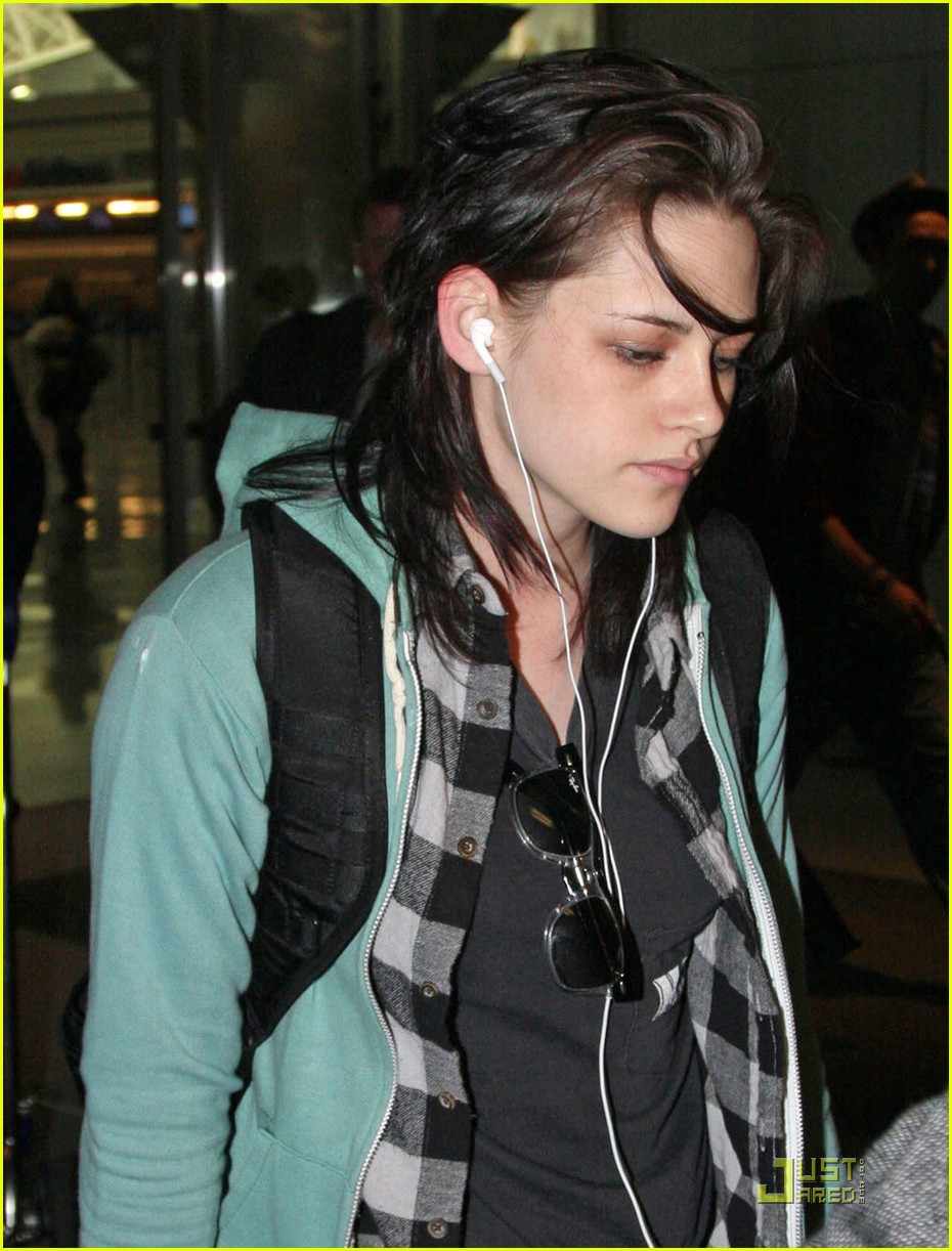 kristen stewart kindle cute 02