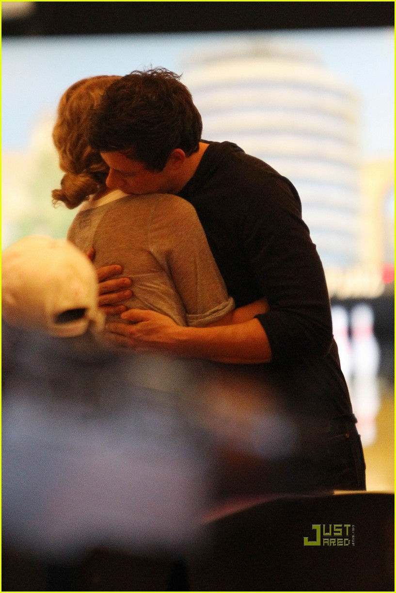 taylor swift cory monteith hug bowling alley 21