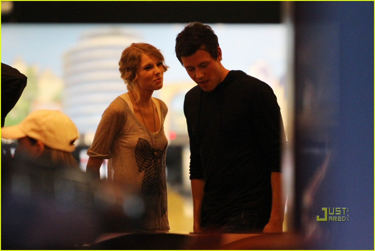 taylor swift cory monteith hug bowling alley 22