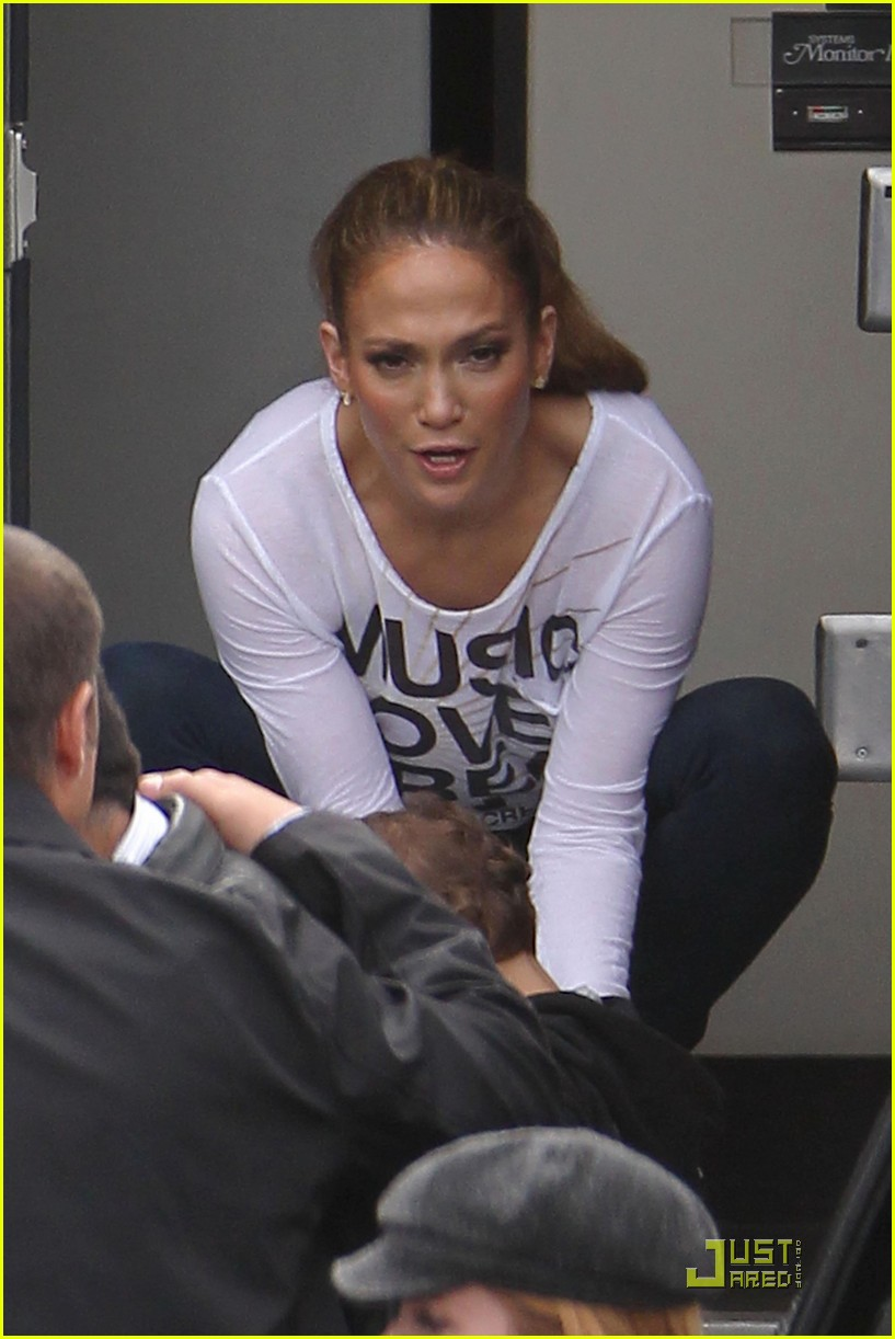 jennifer lopez hang out at hawthorne 01
