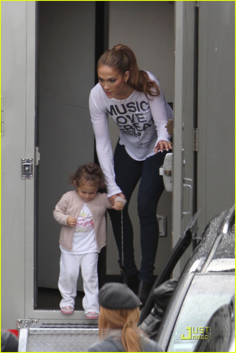 jennifer lopez hang out at hawthorne 02