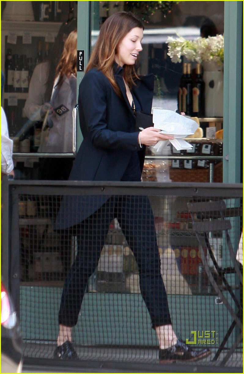 jessica biel lunch toast 012442662