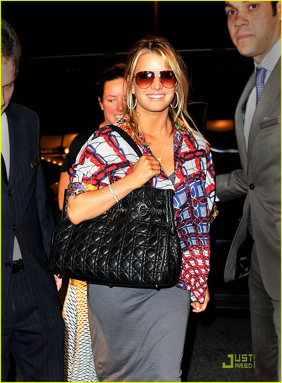jessica simpson loves midtown manhattan 042444004