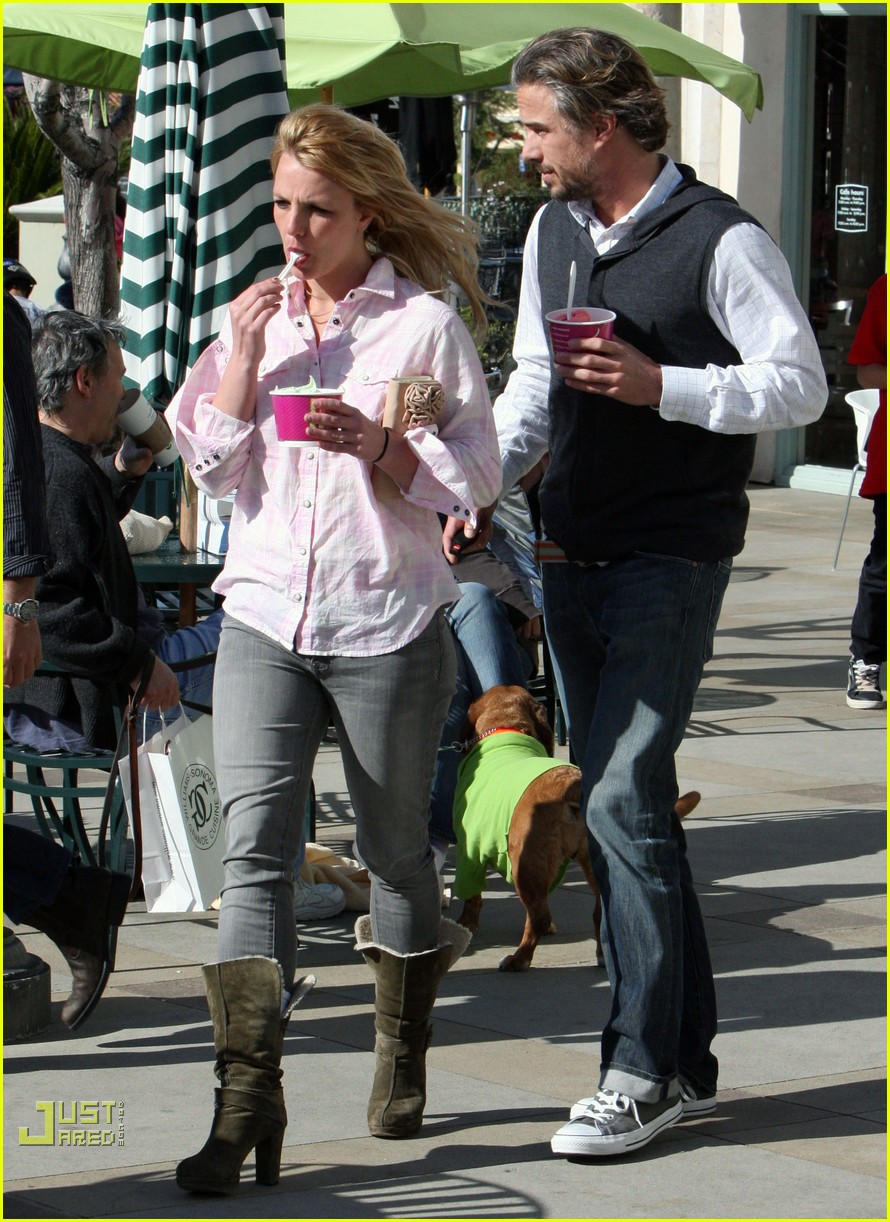 britney spears menchies frozen yogurt jason trawick 19