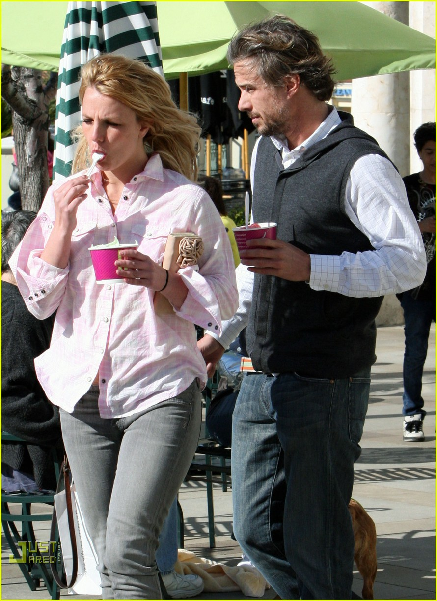 britney spears menchies frozen yogurt jason trawick 20
