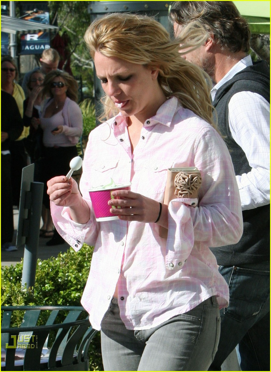 britney spears menchies frozen yogurt jason trawick 21