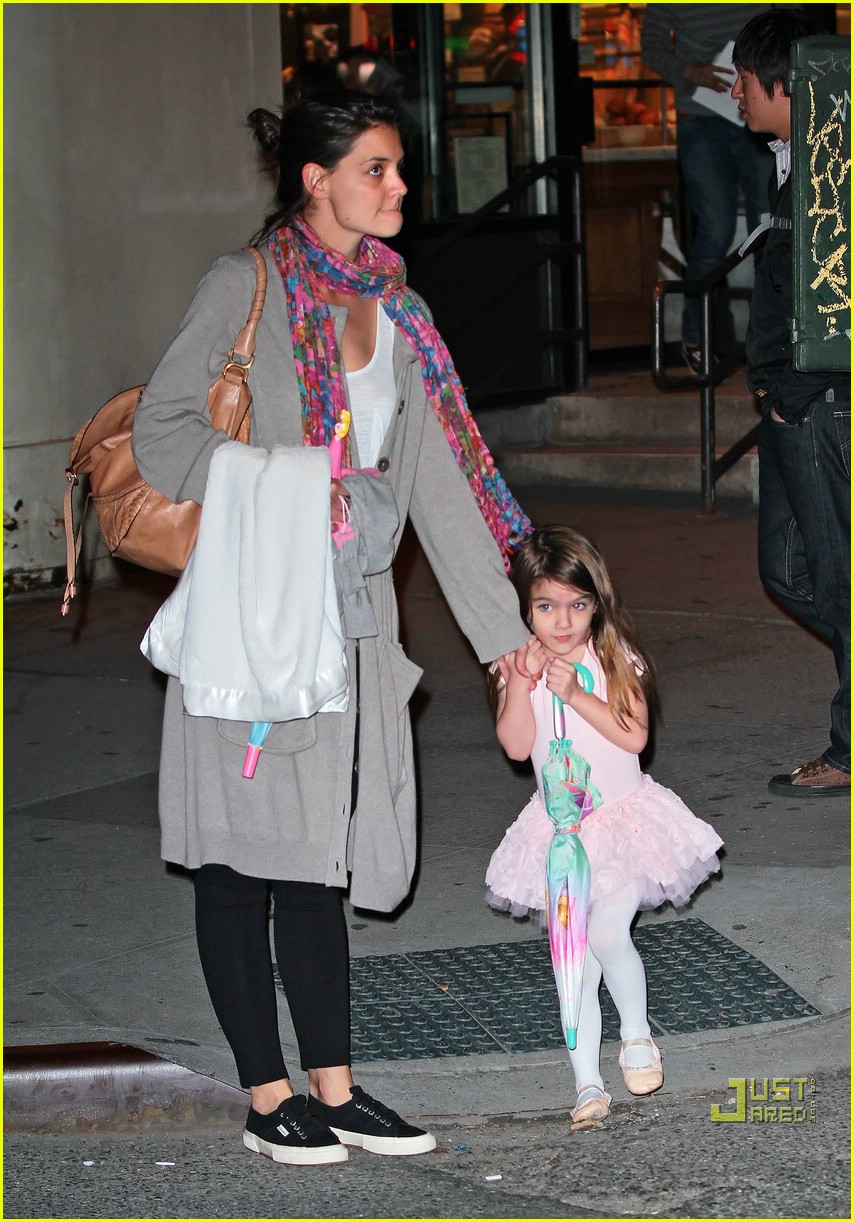 suri cruise umbrella new york 10