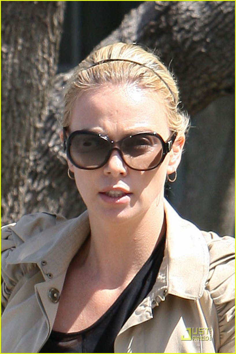 charlize theron food friends 01