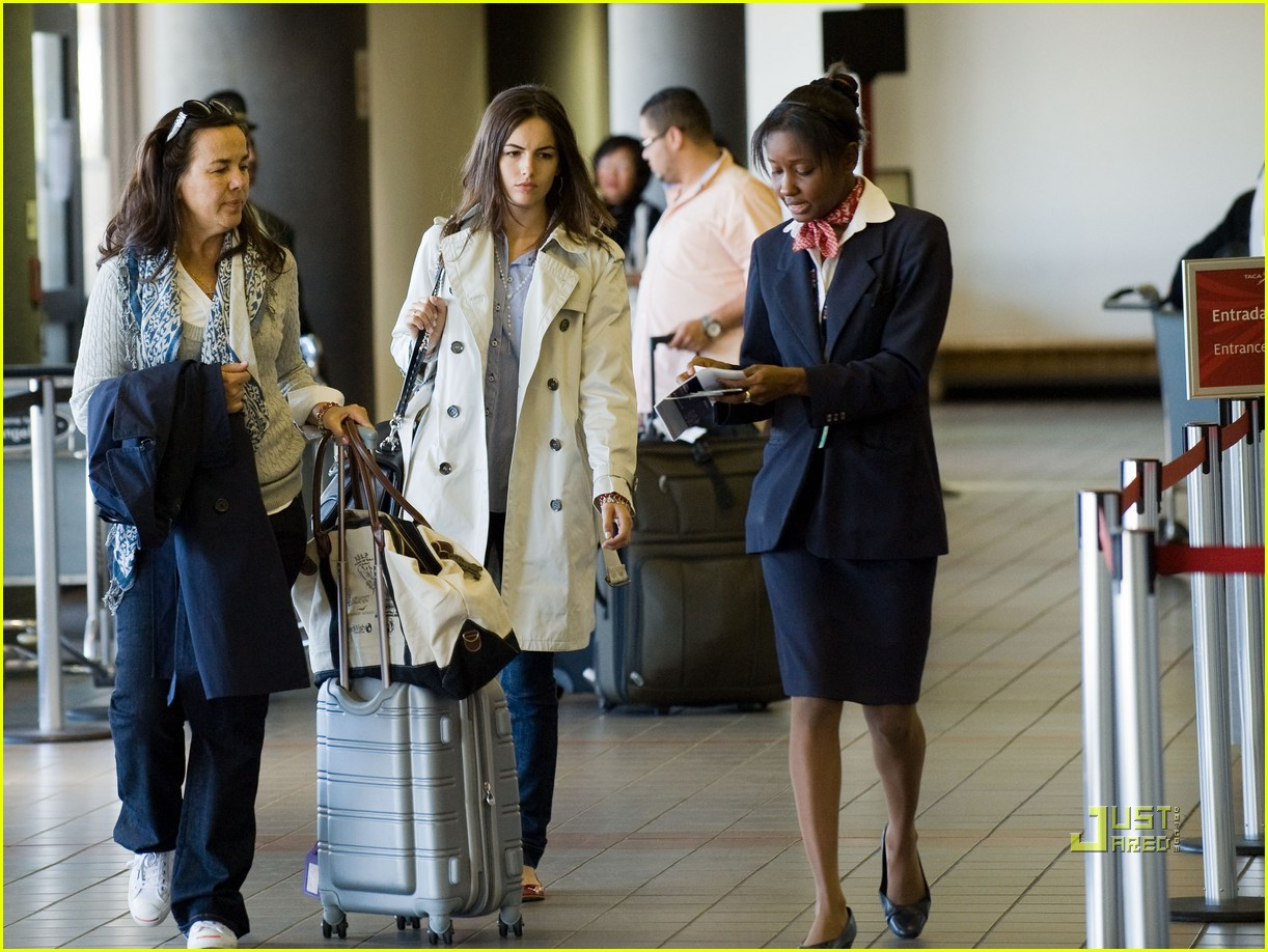 camilla belle lax airport mom 06