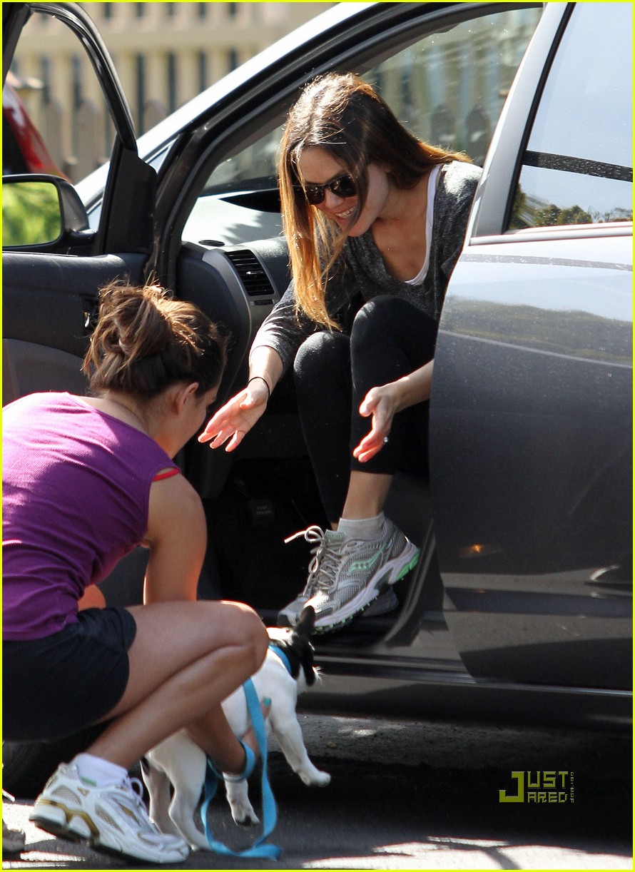 rachel bilson hiking 02