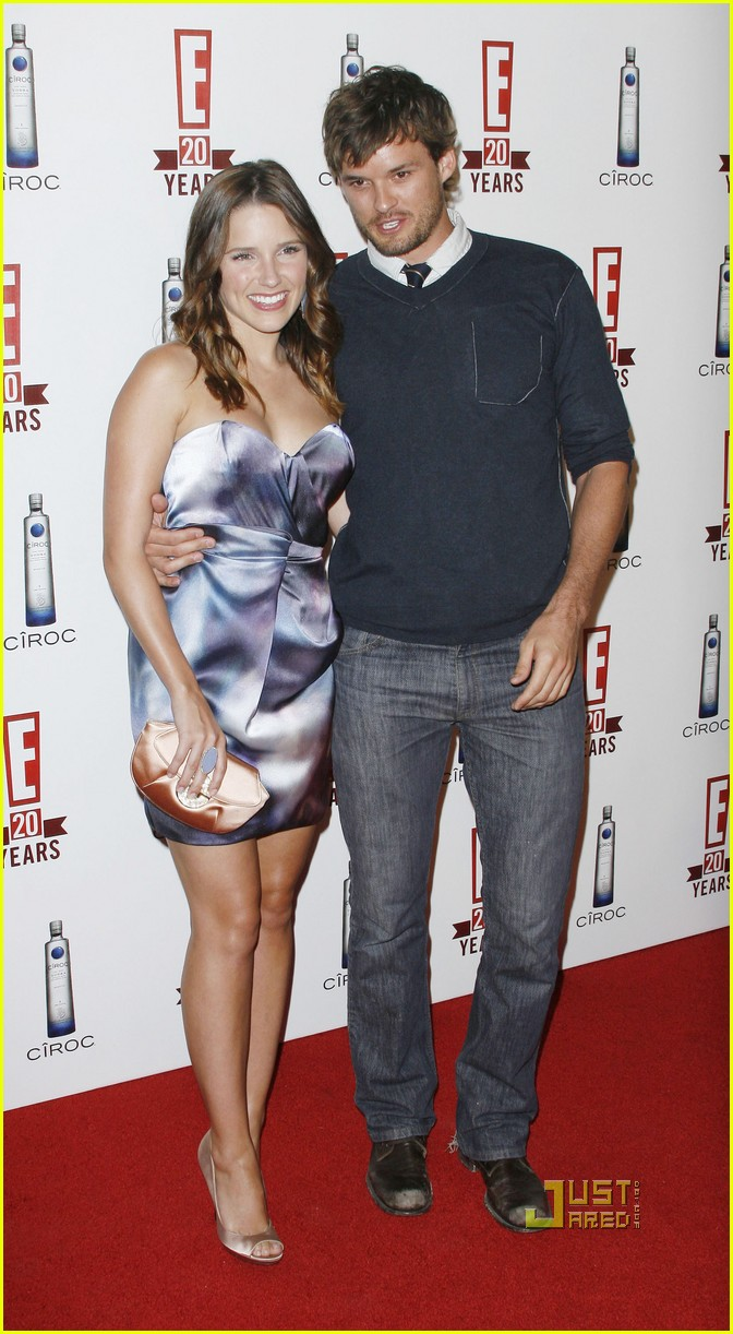 sophia bush austin nichols red carpet 02