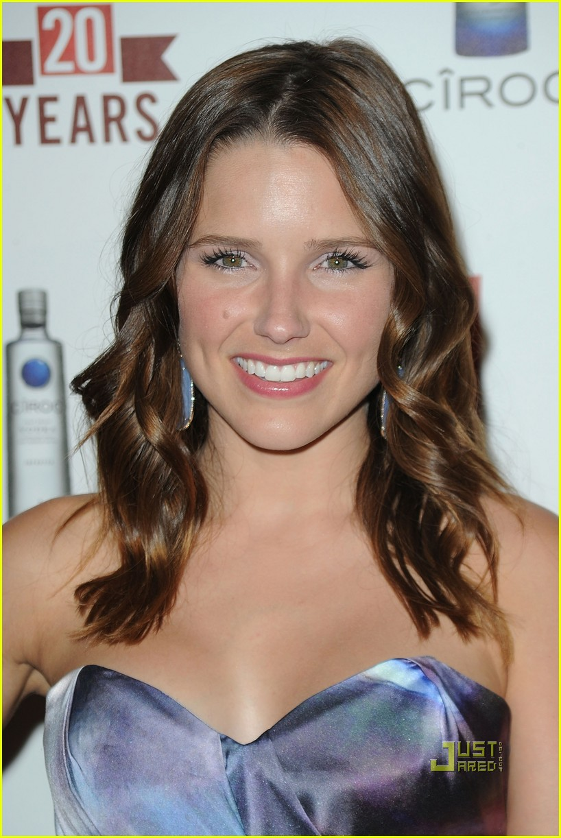 sophia bush austin nichols red carpet 03