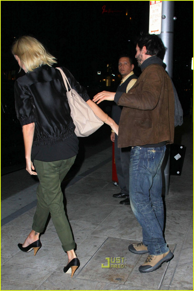 charlize theron keanu reeves kissing 01