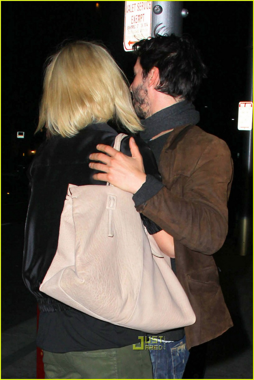 charlize theron keanu reeves kissing 03