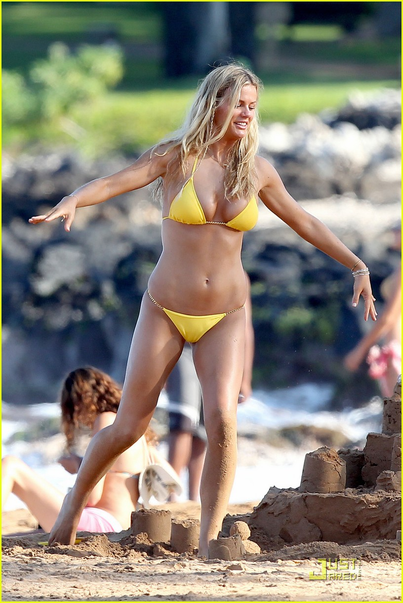 brooklyn decker bikini cartwheels.jpg 04
