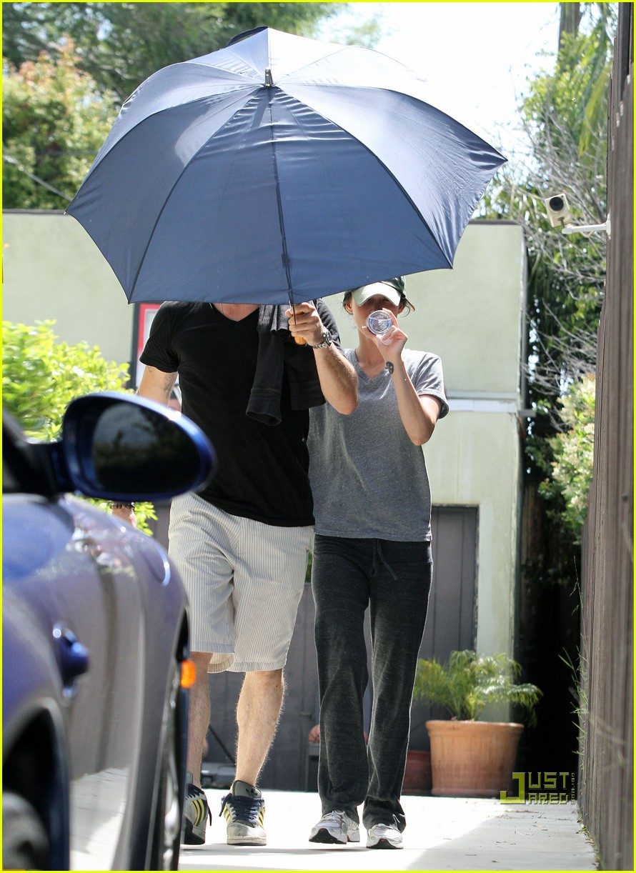 megan fox brian austin green umbrella 03