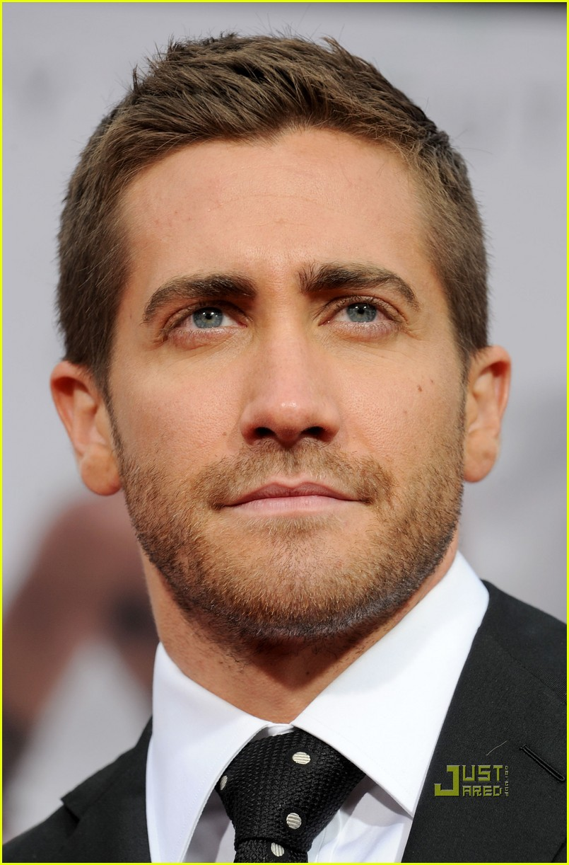 jake gyllenhaal tom ford 01
