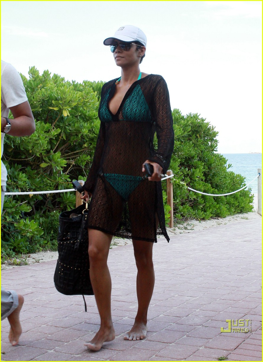 halle berry miami beach babe 11