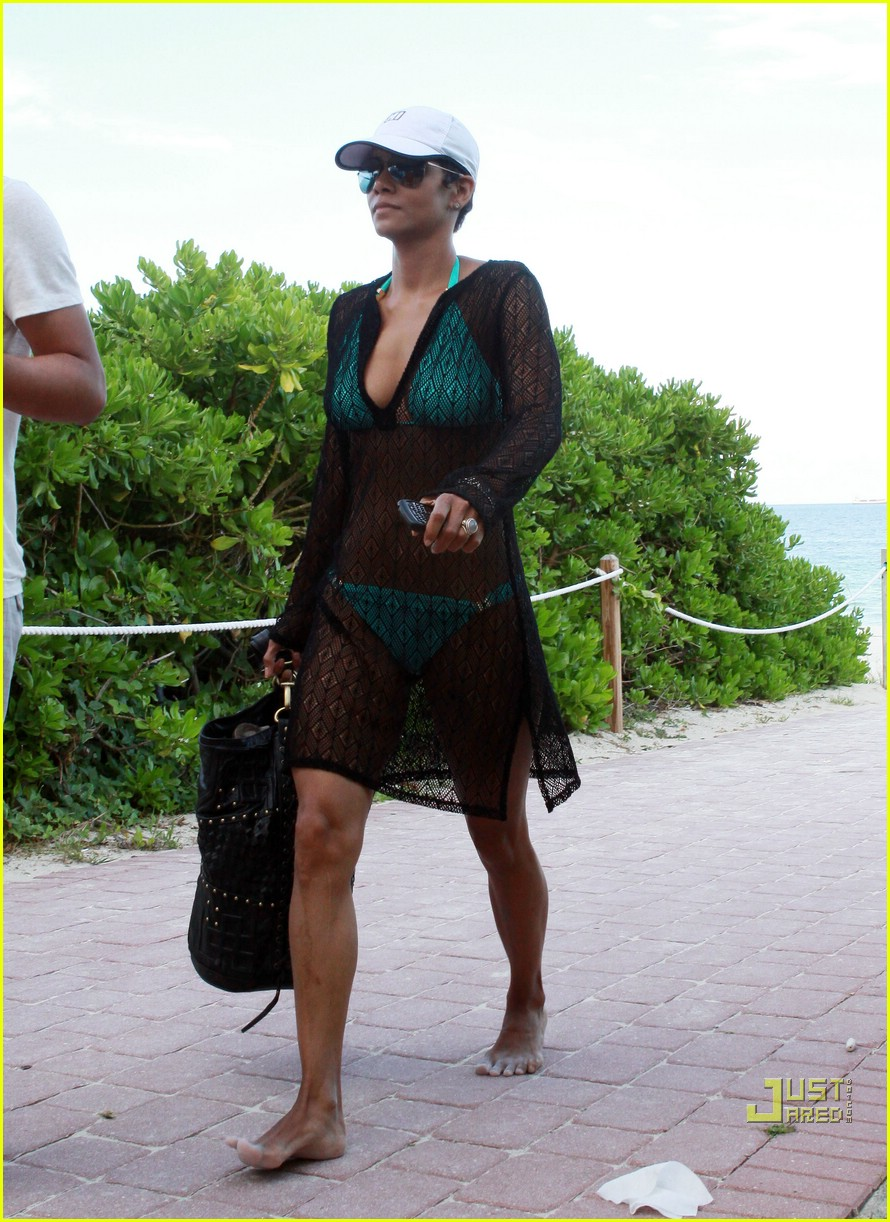 halle berry miami beach babe 12