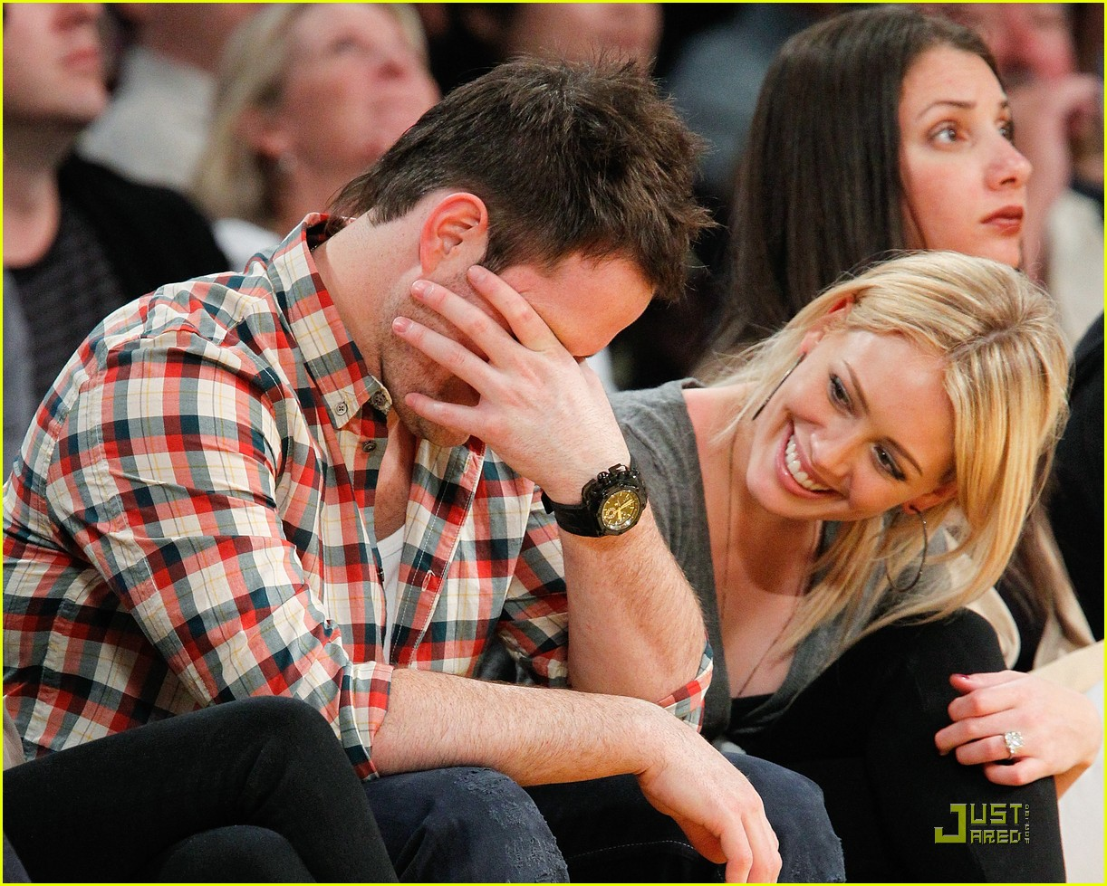 hilary duff mike comrie courtside couple 042451556