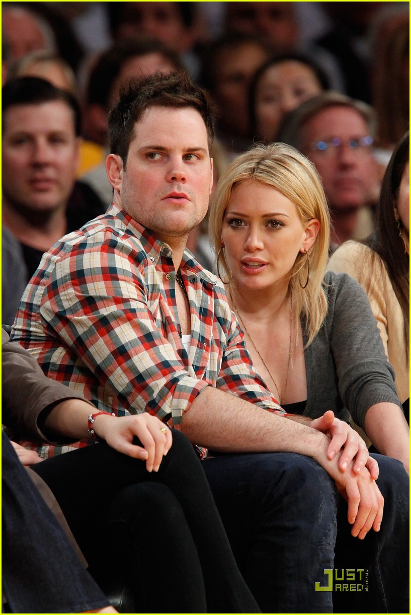 hilary duff mike comrie courtside couple 12