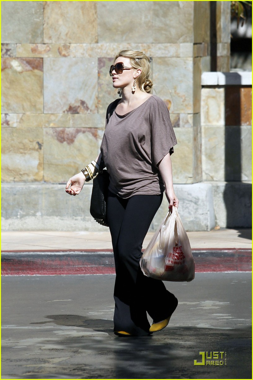 hilary duff mike comrie go grocery shopping 03