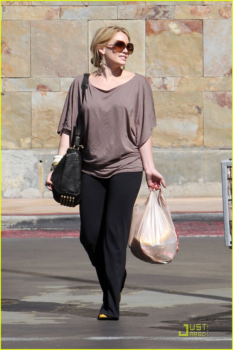 hilary duff mike comrie go grocery shopping 06