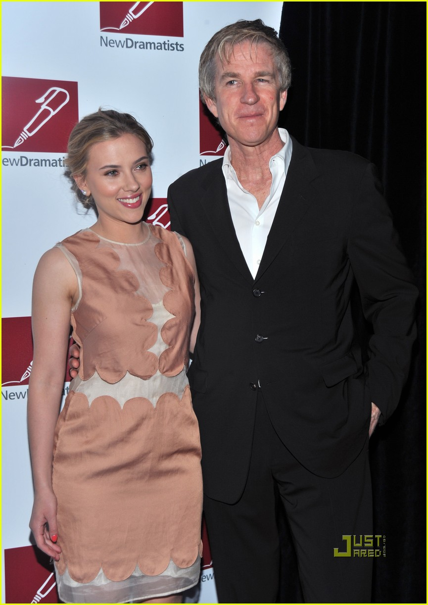 scarlett johansson new dramatists benefit luncheon 04