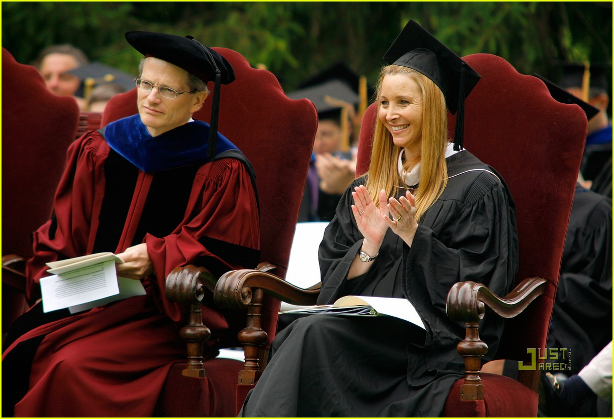 lisa kudrow vassar college commencement meryl streep 04