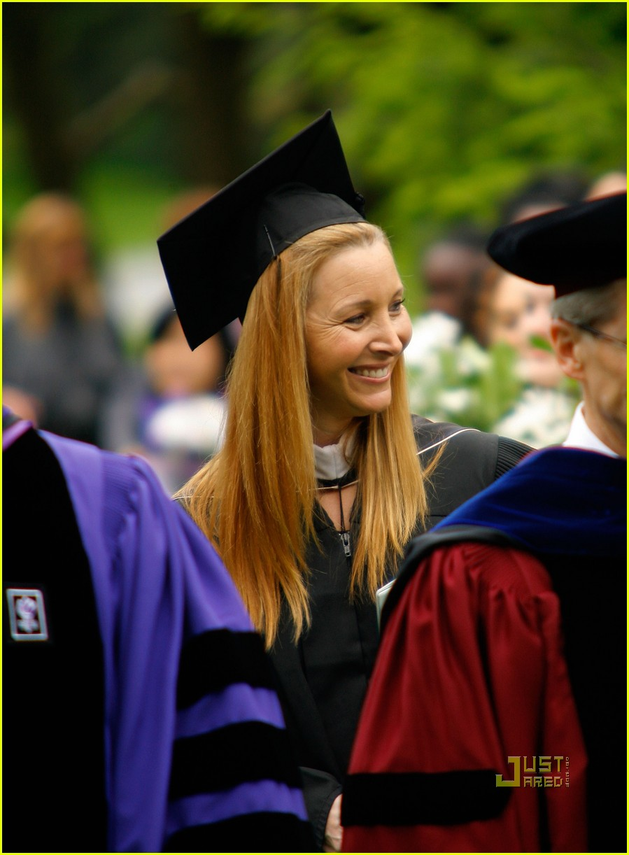 lisa kudrow vassar college commencement meryl streep 08