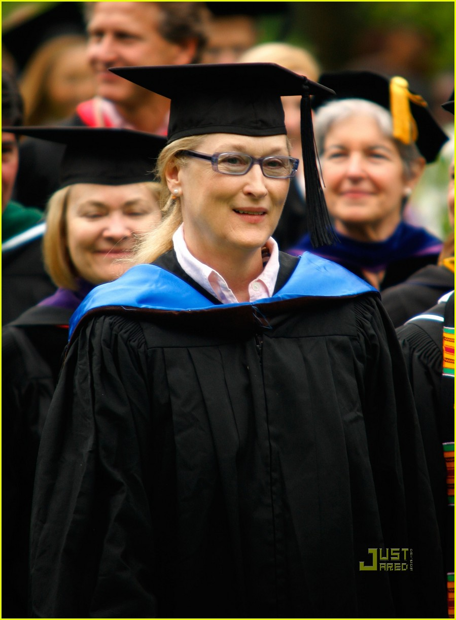 lisa kudrow vassar college commencement meryl streep 12
