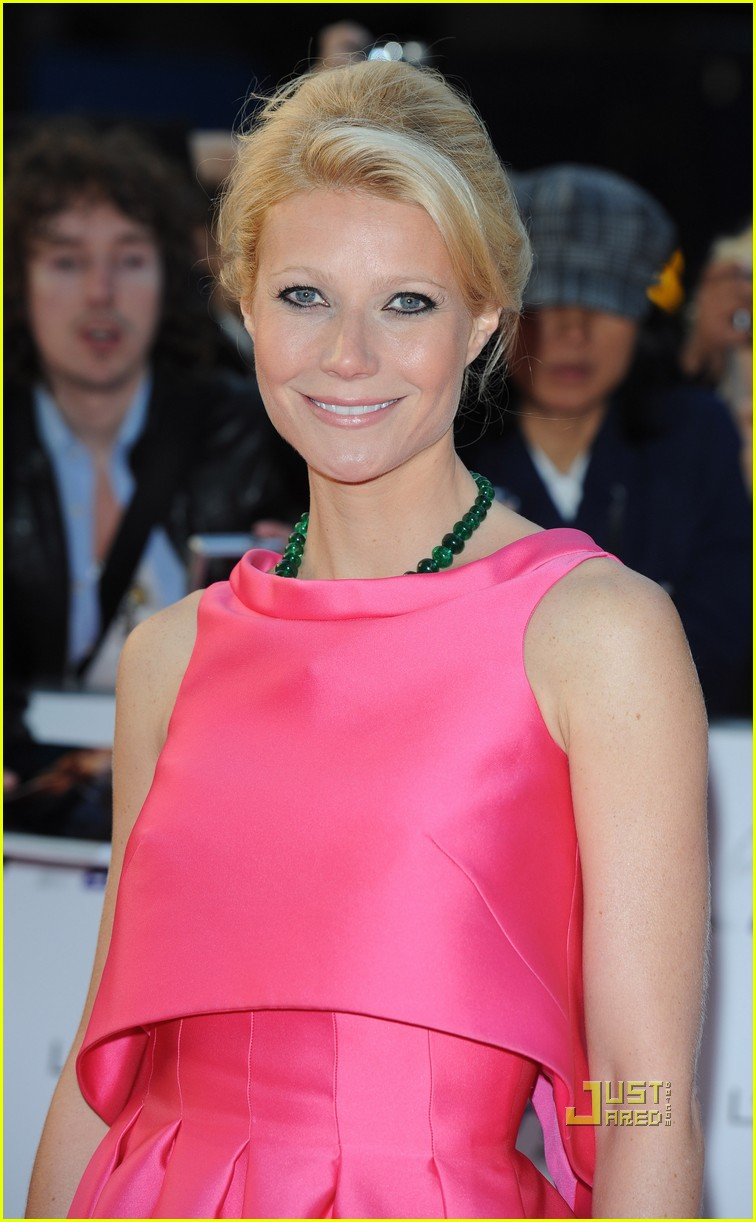 gwyneth paltrow hot pink prada 02
