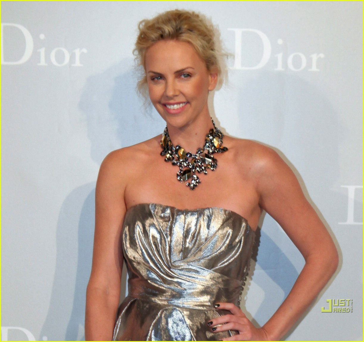 charlize theron dior darling 052450934