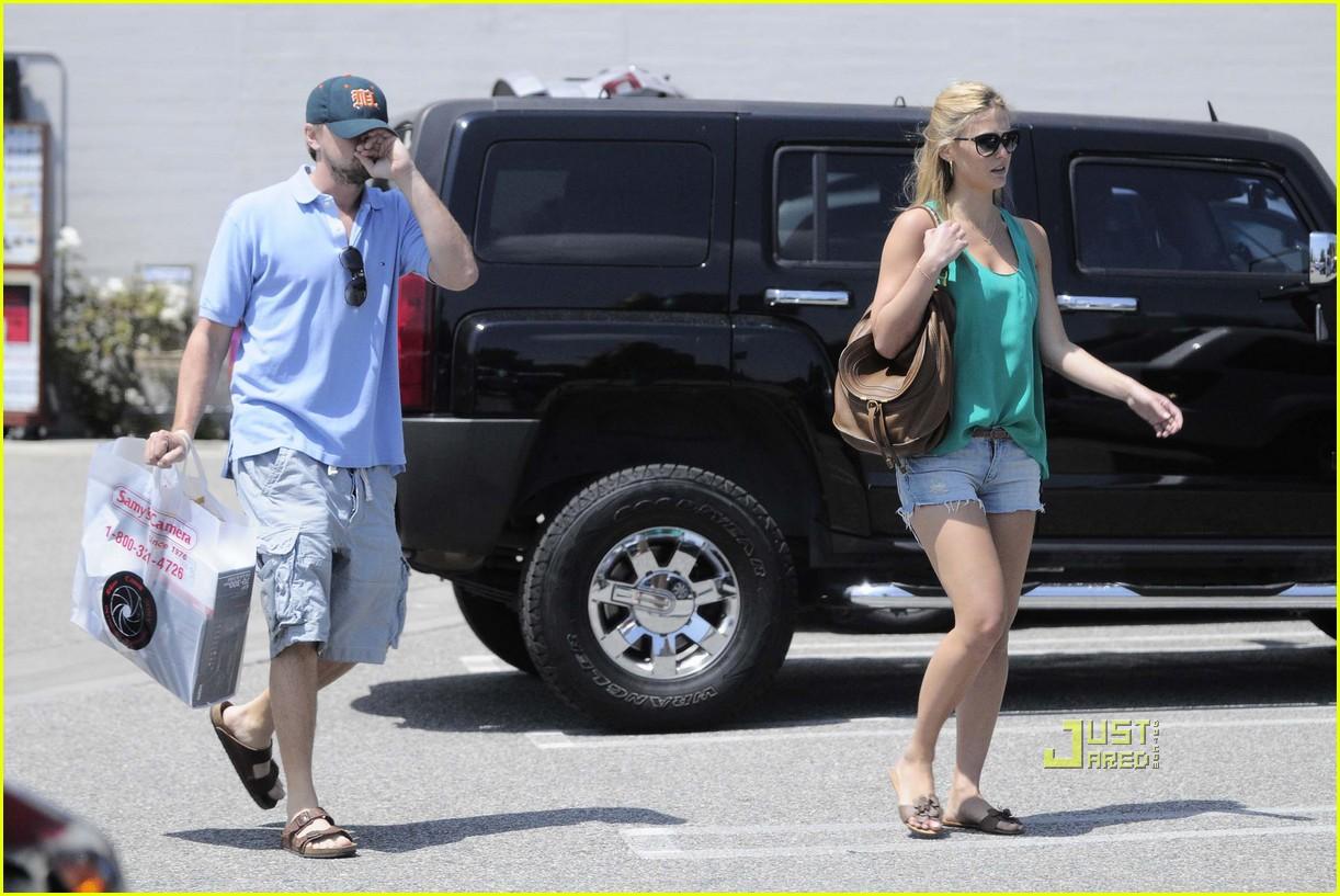 Leo DiCaprio & Bar Refaeli: Samy's Camera Couple: Photo 2455438 ...