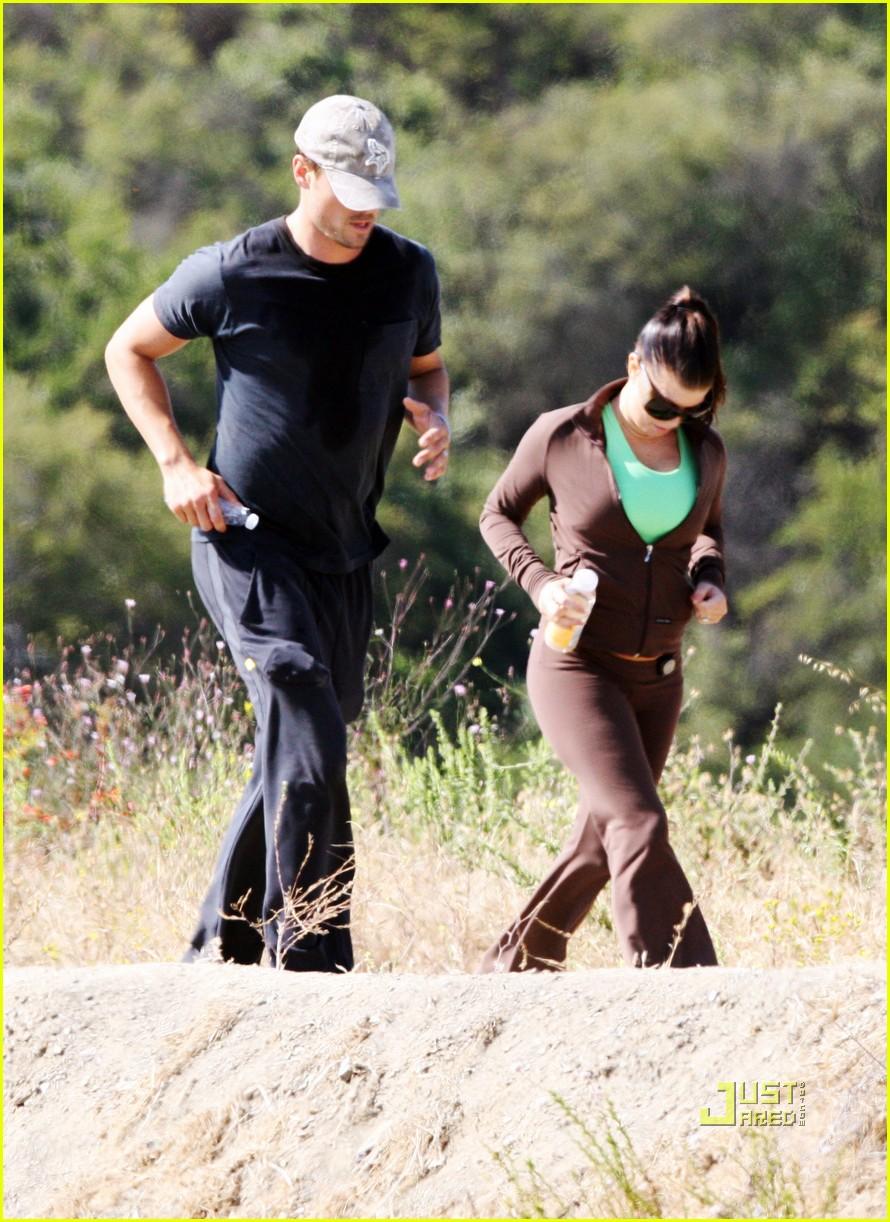 fergie josh duhamel jogging brentwood 03