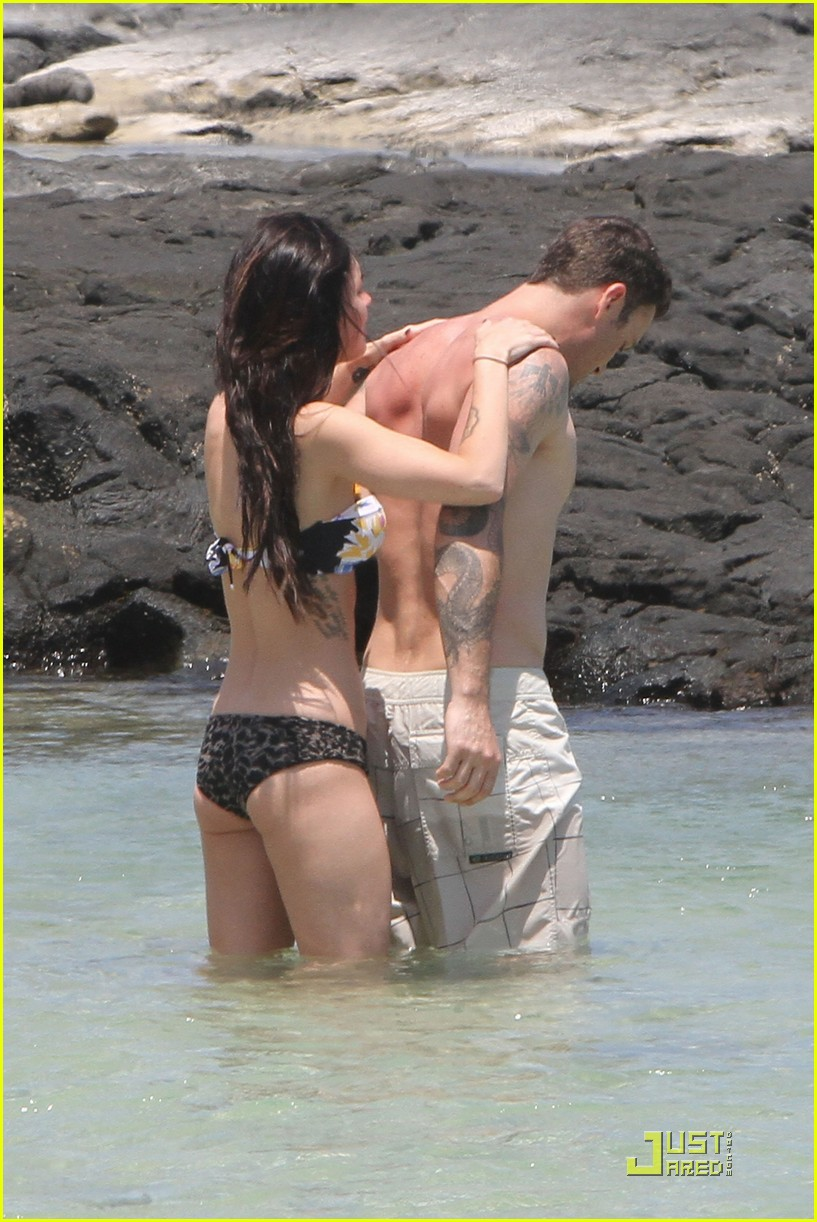 megan fox brian austin green kiss in kona 10