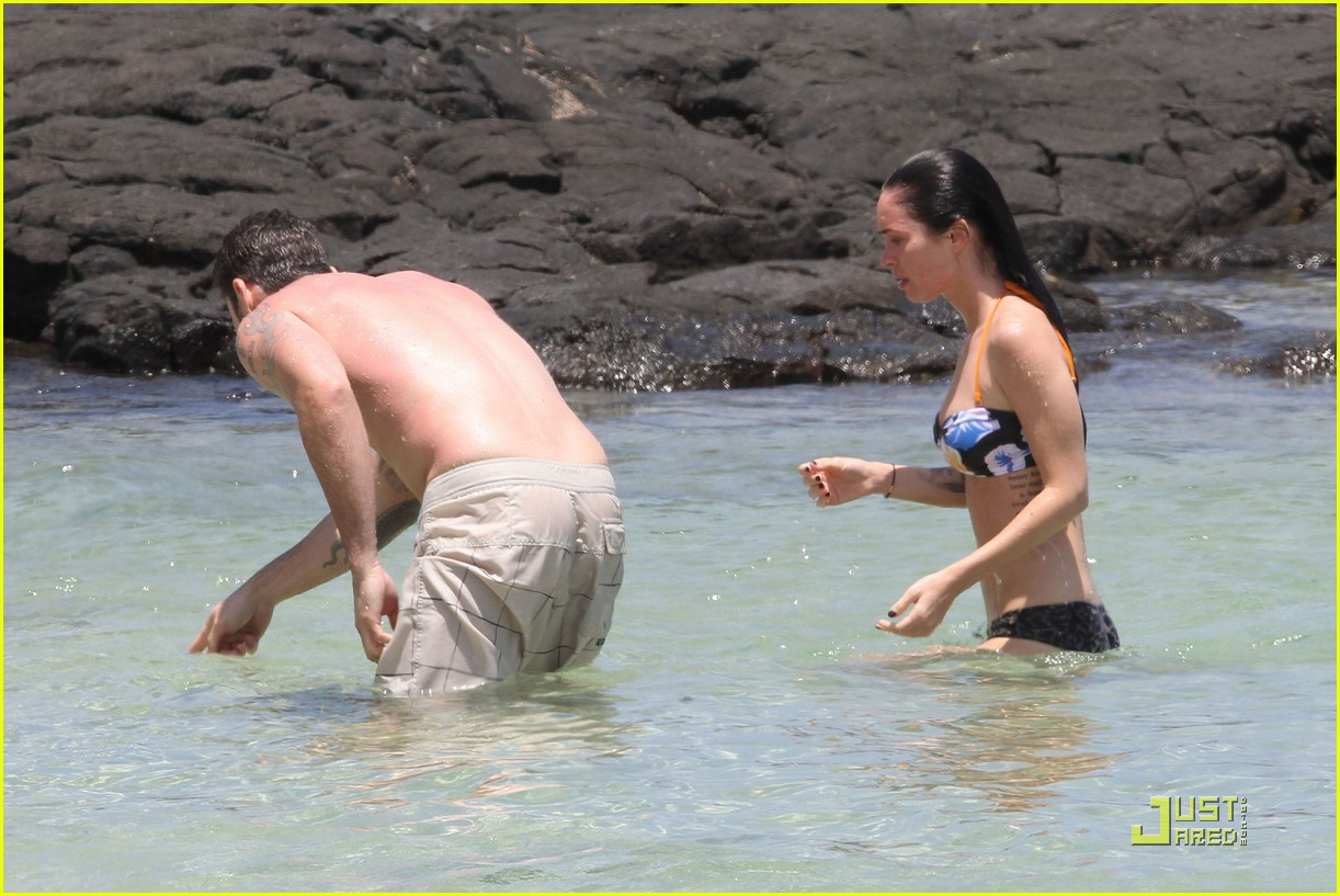 megan fox brian austin green kiss in kona 242455881