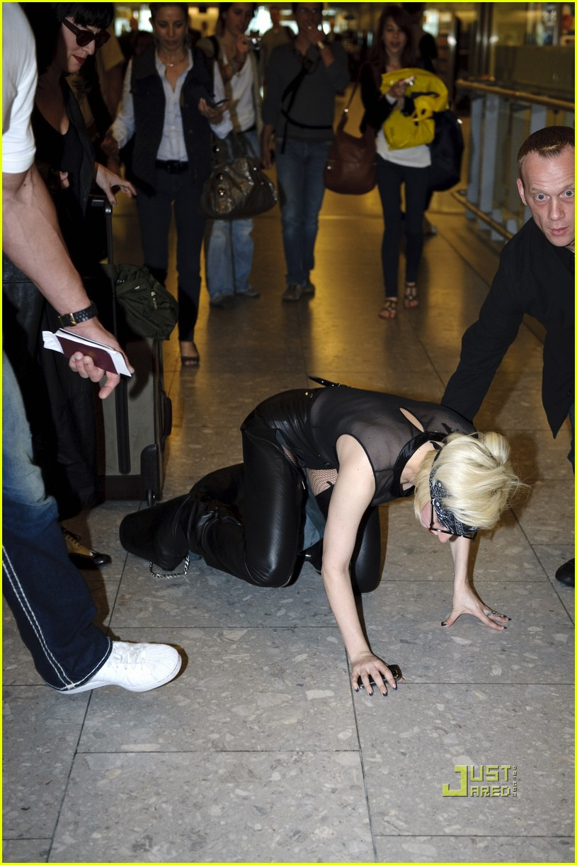 lady gaga falling down 08