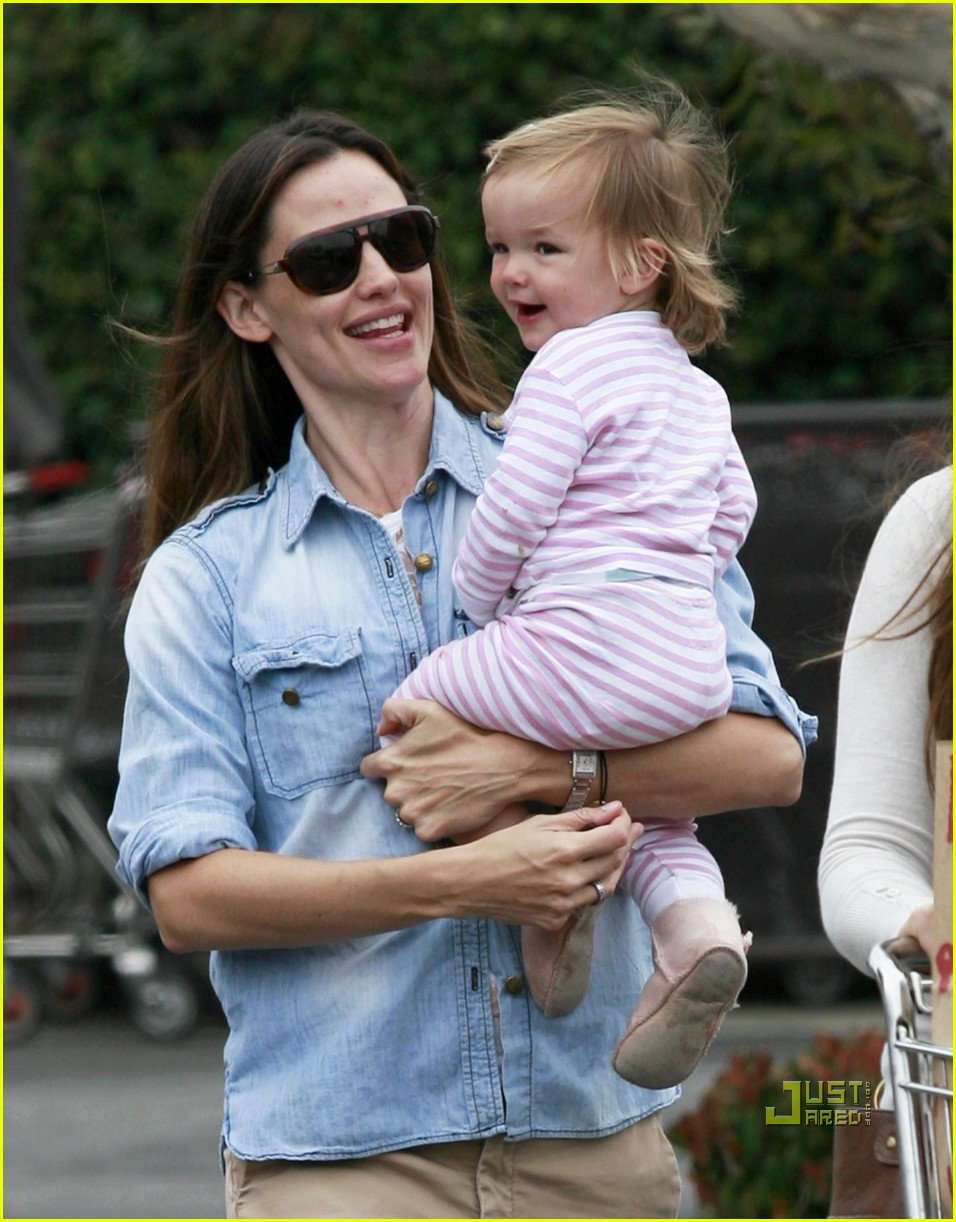 jennifer garner seraphina affleck groceries 07
