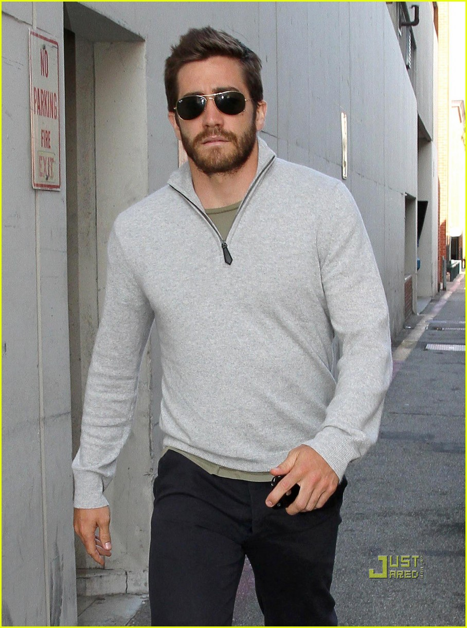 jake gyllenhaal leaves medical building 10