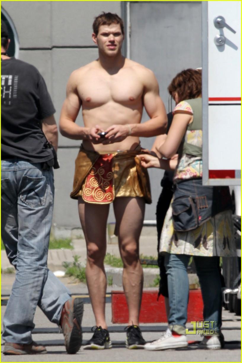 kellan lutz loincloth shirtless 02