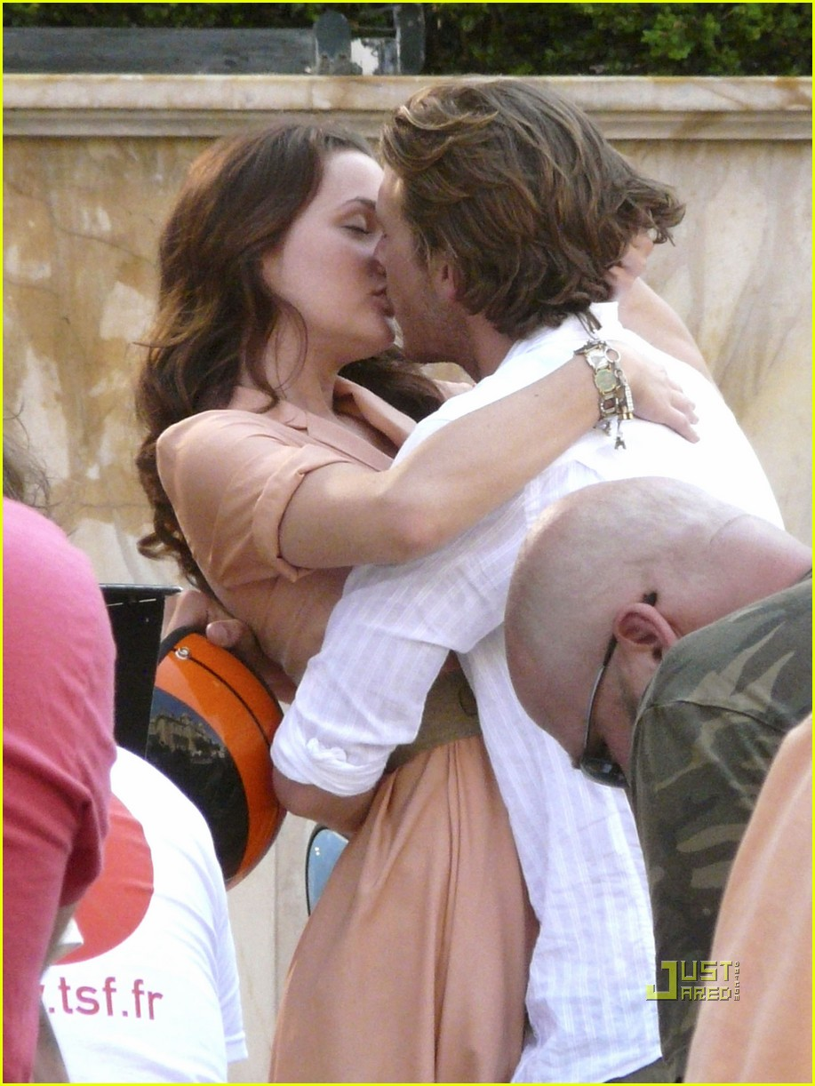 leighton meester luke bracey kiss 01