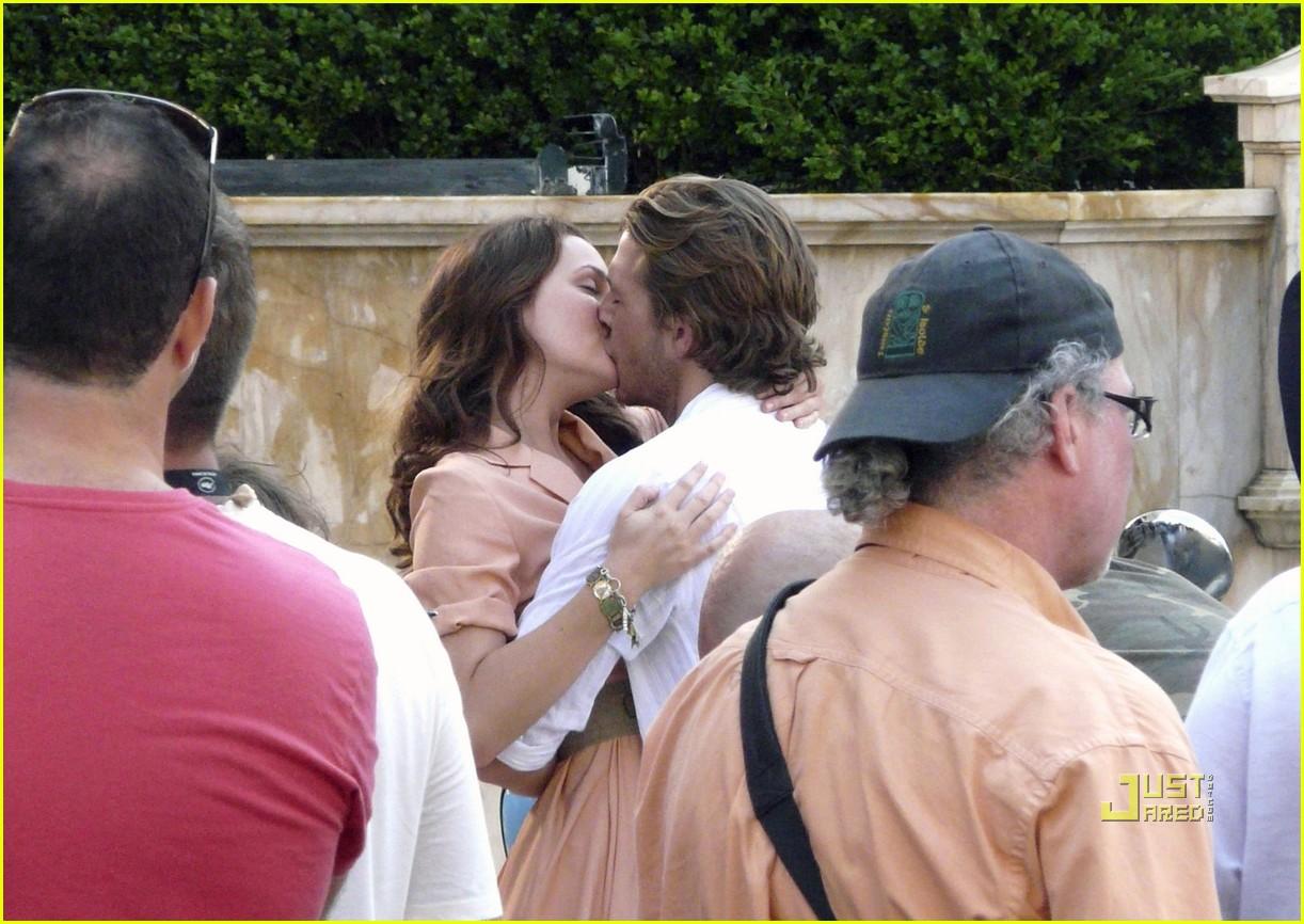 leighton meester luke bracey kiss 06