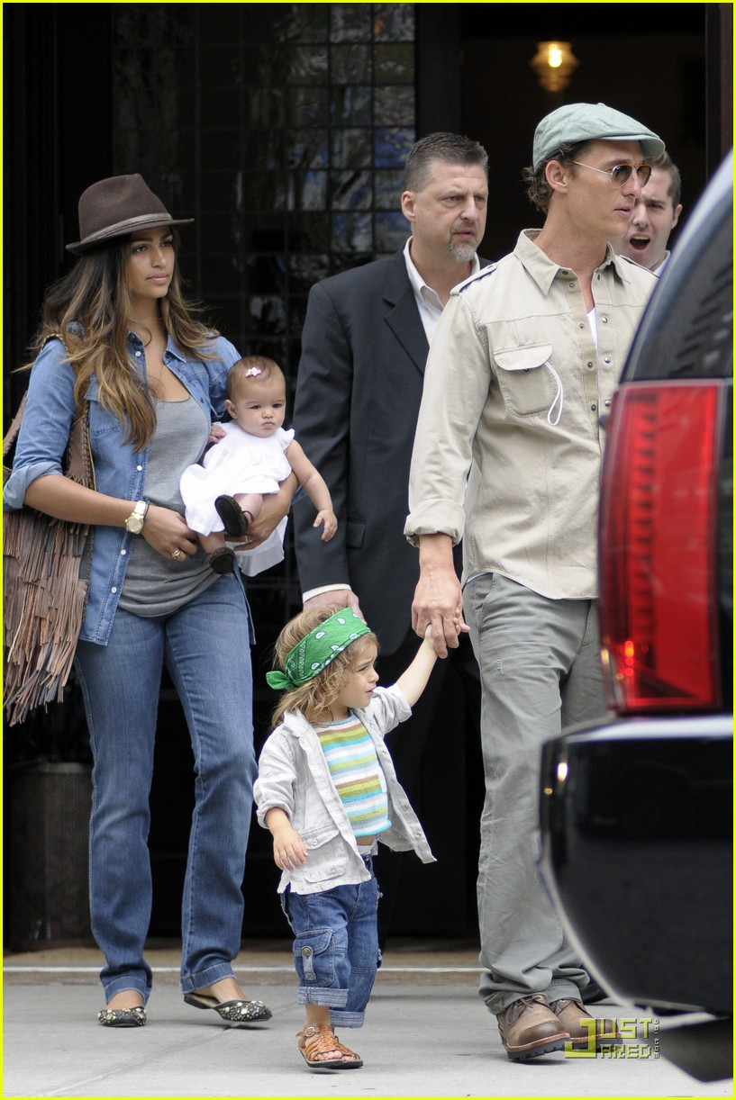 mcconaughey family leaving nyc 05