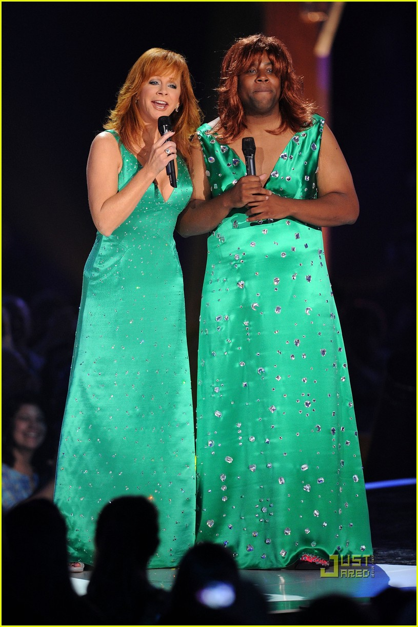 kenan thompson reba mcentire cmt music awards 04