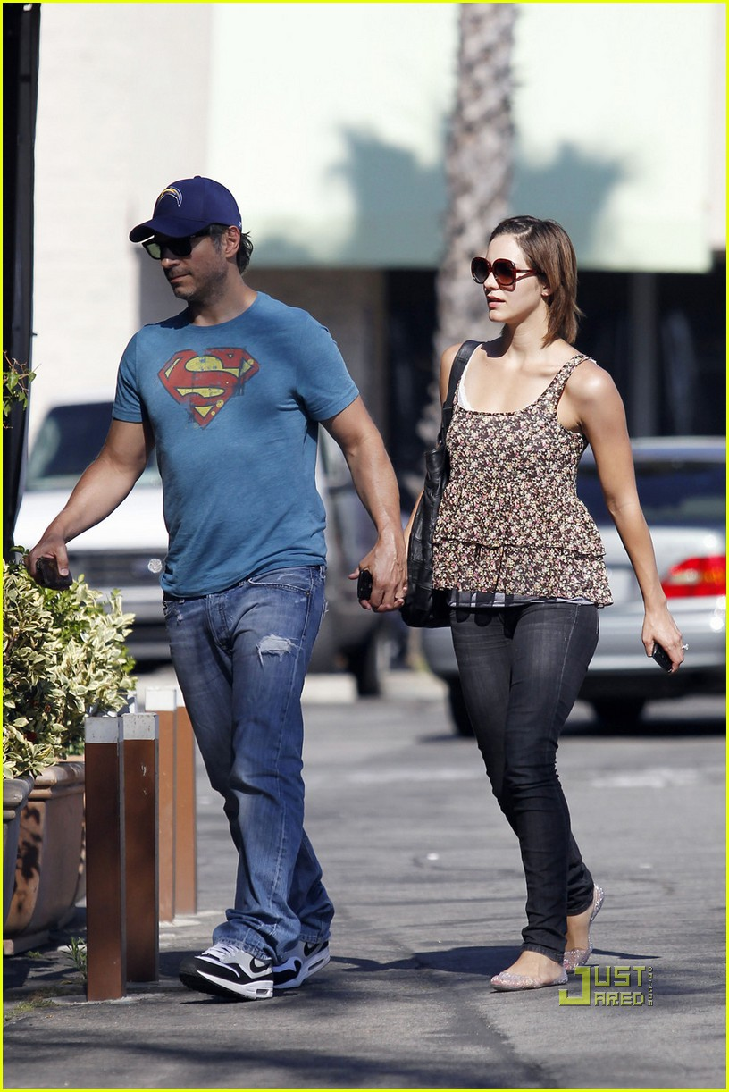 katharine mcphee goes for a walk 052461661