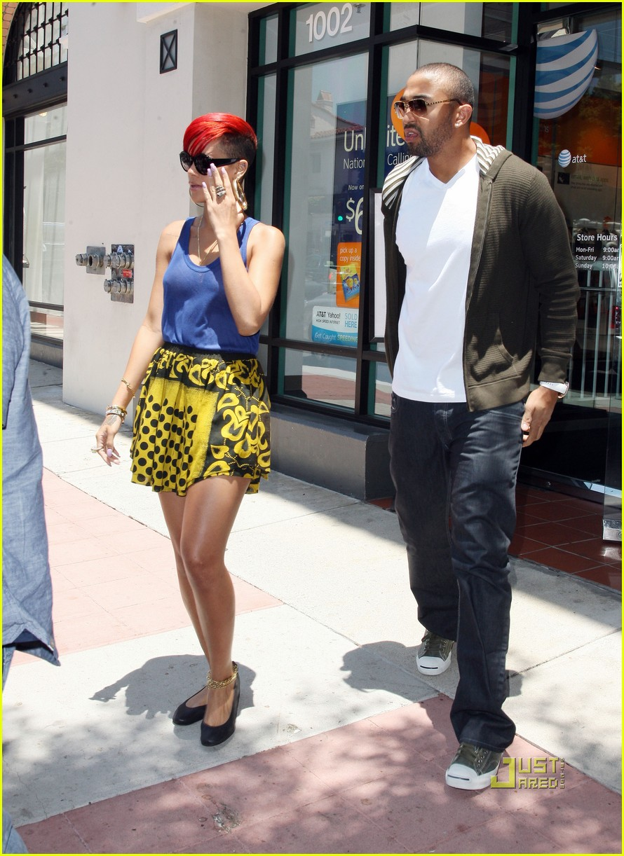 rihanna iphone matt kemp 03