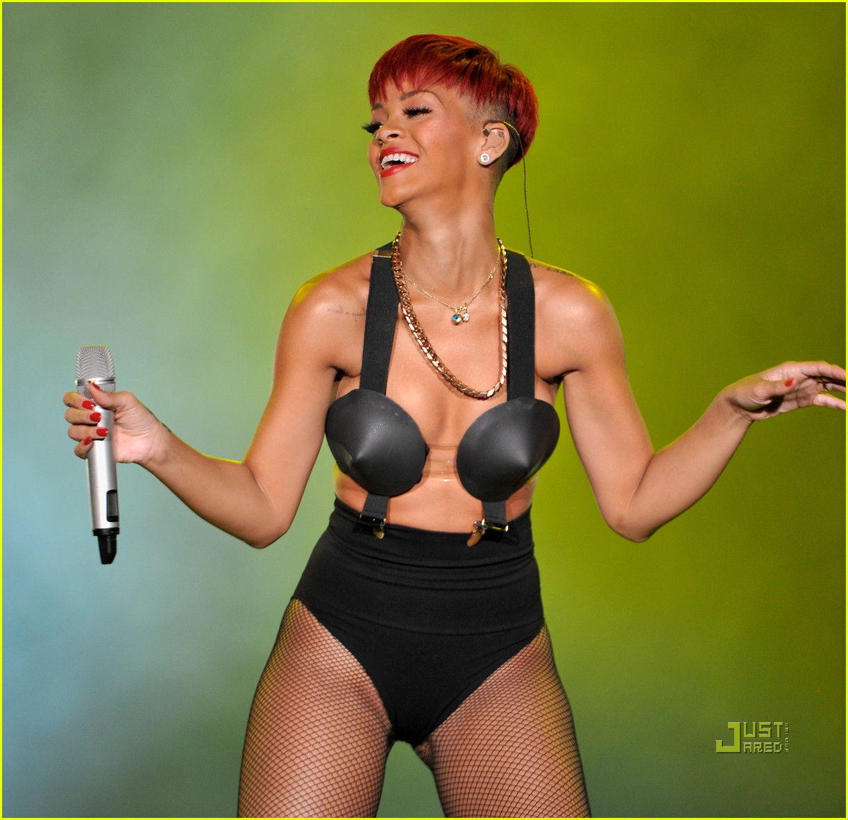 rihanna red hair 08