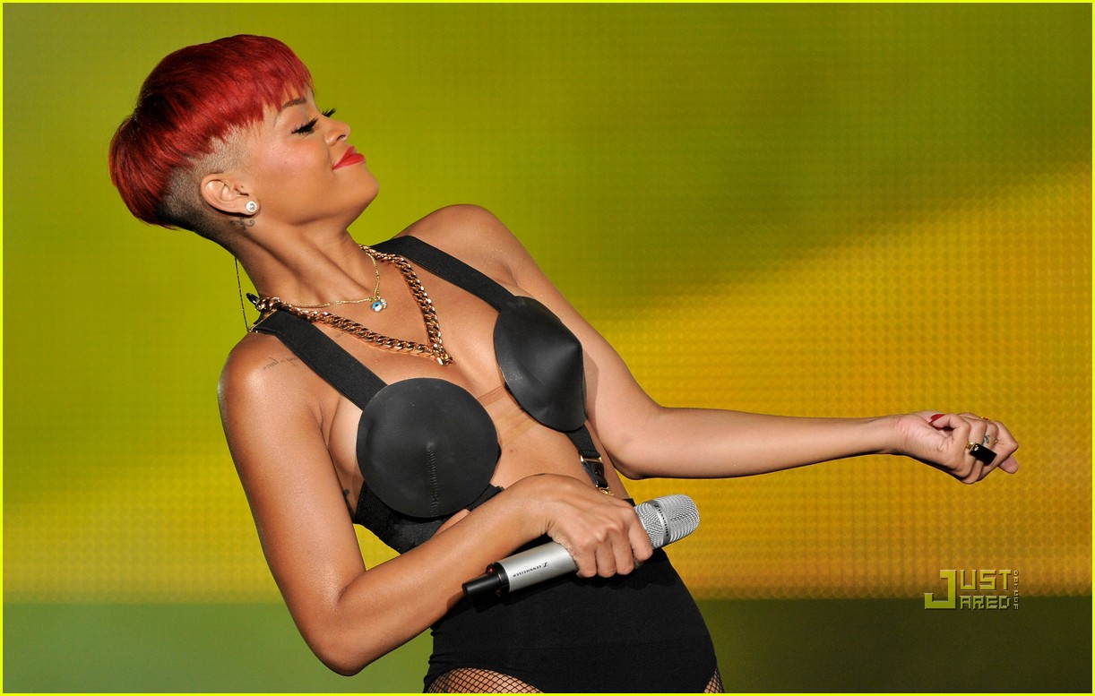 rihanna red hair 09