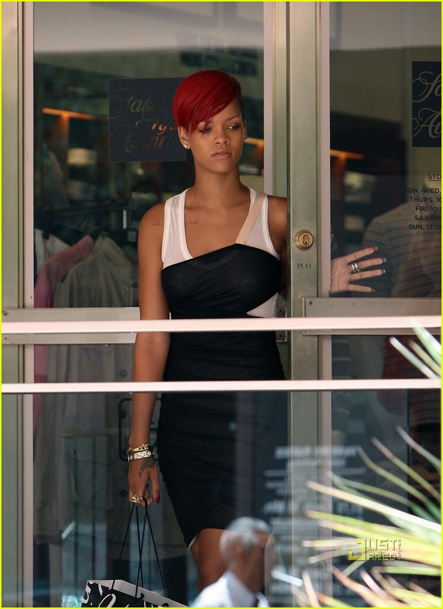rihanna saks fifth avenue 18